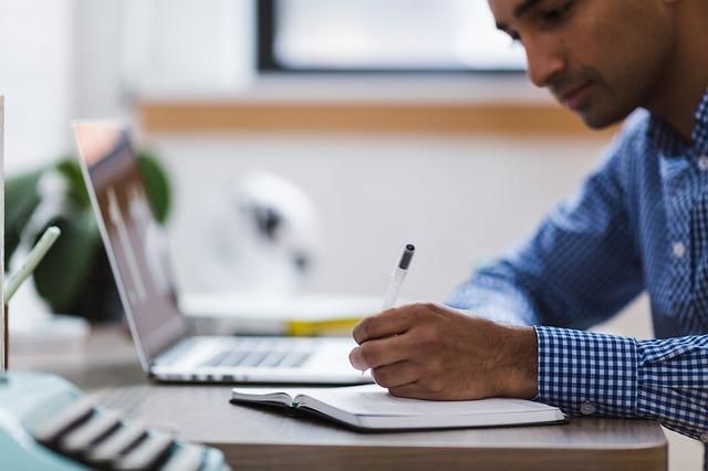 面接に臨む前の事前準備 応募企業の企業研究は必須